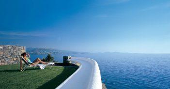 Grand Resort Lagonissi relaxing overlooking the water