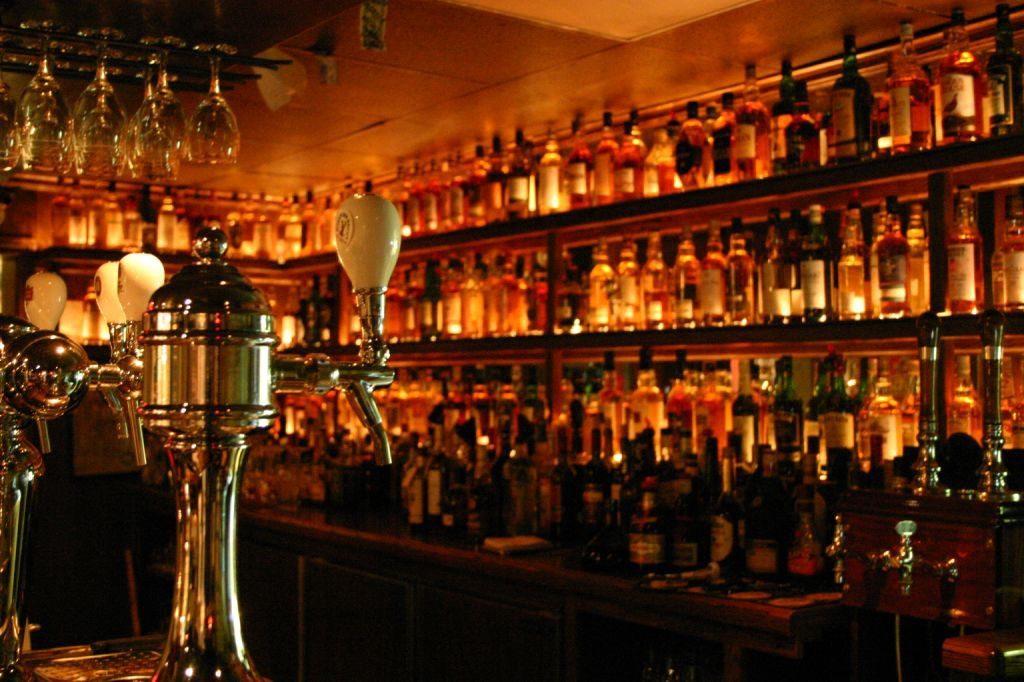 The Dam Pub Thornbury – 1,000 Whiskies and Counting…