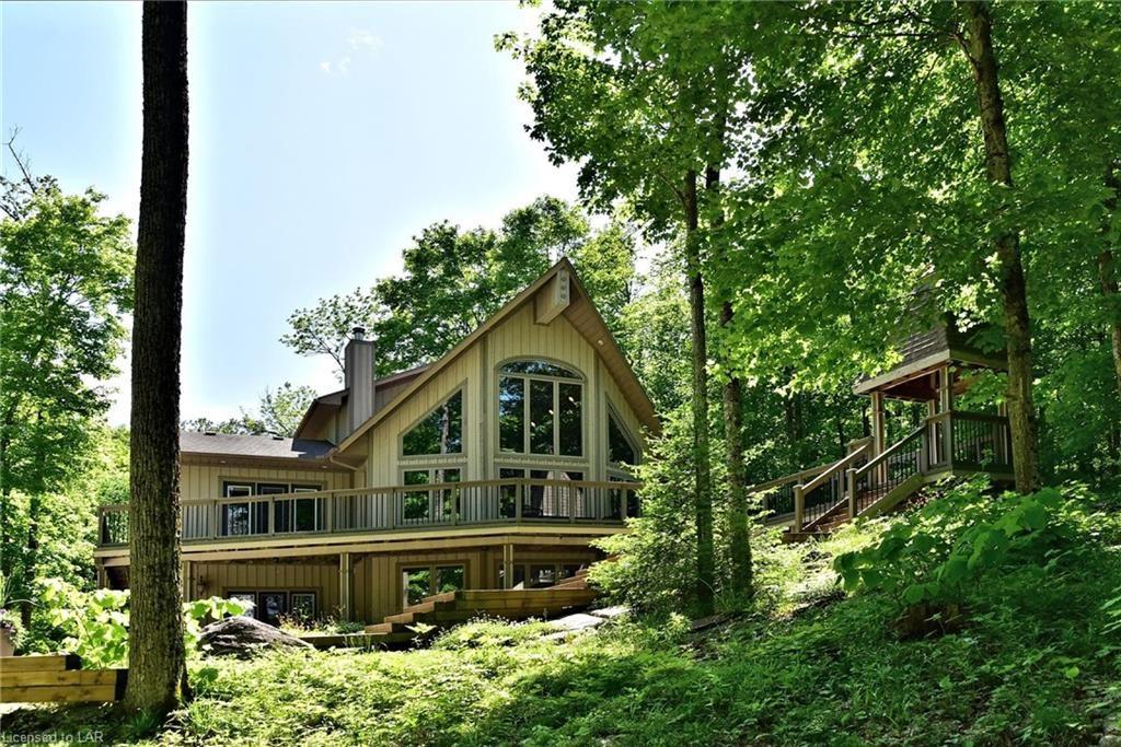 Custom-built Otter Lake Cottage For Sale in Haliburton Highlands