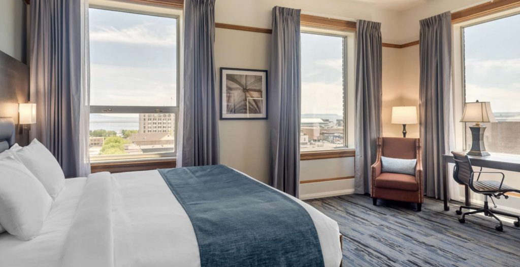 Courthouse Hotel Thunder Bay bedroom showing view