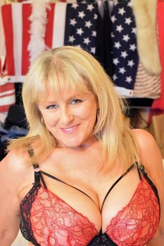 Naked hot babe pix