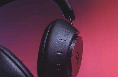 Dolby yllätti esittelemällä ensimmäiset vastamelukuulokkeensa – sisältää kekseliäitä ominaisuuksia