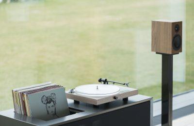 Kokeilussa Pro-Ject Juke Box S2 -levysoitin – kaiken kattava vinyylipaketti