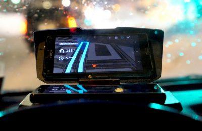 AVPlus kokeilee: HUD-näyttö kännykkästä ja OBD:stä myös