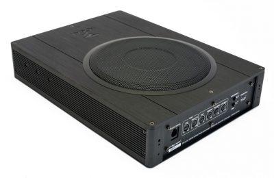 Kokeilussa Focalin ja ESX Audion aktiivisubbarit: Tukevampaa soundia auton vakiolaitteistosta!