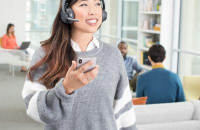 Logitechilta kaksi taustamelun vaimennuksella varustettua kuulokemikrofonia toimistoon