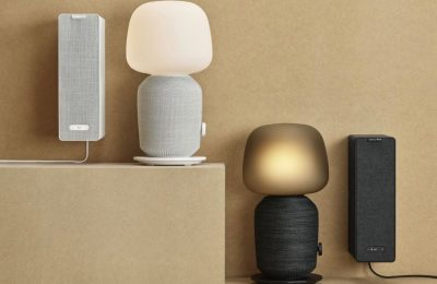 IKEA ja Sonos julkistivat Symfonisk-kaiuttimensa – toinen toimii hyllynä ja toinen pöytälamppuna