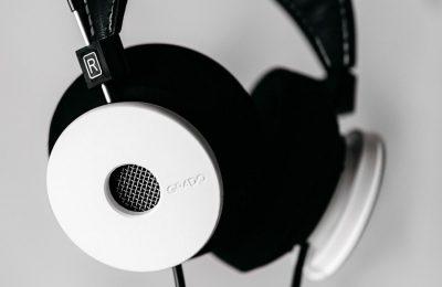 Gradolta uudet White Headphone -kuulokkeet – kunnianosoitus Beatlesin klassikkoalbumille