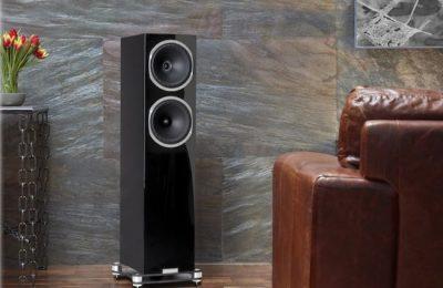 Fyne Audio esitteli erikoispainoksen F502-lattiakaiuttimestaan – vaikutteita ylemmistä mallisarjoista