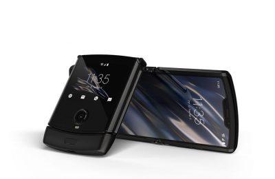 Motorolan taittuvanäyttöinen Razr-simpukkapuhelin julki