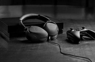 Asus on esitellyt ROG Strix Go 2.4 -pelikuulokkeet – mikrofonin häiriöääniä selättämässä tekoäly
