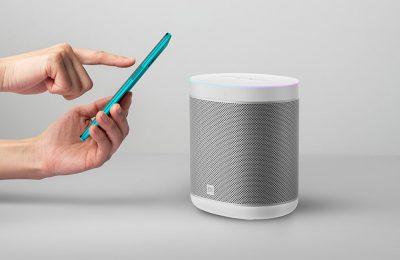 Näppärän kokoinen ja monipuolisilla ominaisuuksilla varustettu Xiaomi Mi Smart Speaker -älykaiutin