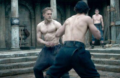 Uuvuttavaa suuruudenhulluutta eli King Arthur: Legend of the Sword