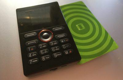 Pikakoe: Hieman teepussia isompi puhelin satunnaiskäyttöön