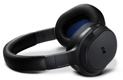 KEFiltä mustat versiot kaksista kuulokkeista ja yhdestä langattomasta kaiuttimesta
