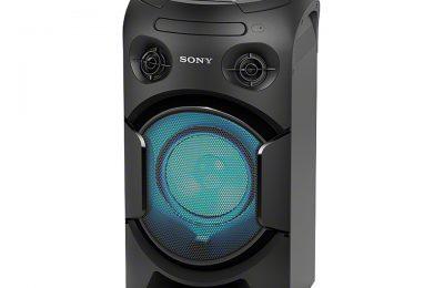Sonyn MHC-V21D-bilekaiuttimessa on melkein kaikki – esimerkiksi kitaravahvistin, mikrofoniliitäntä, dvd/cd-soitin ja valaistus