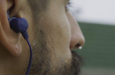 Jaybirdiltä Tarah-nappikuulokkeet urheilukäyttöön – vedenkestävä rakenne ja sovelluksessa muun muassa taajuuskorjain