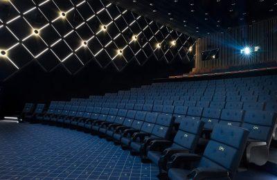 Virolaisketju Cinamonin ensimmäinen elokuvateatteri avautui Helsingin Kalasatamassa