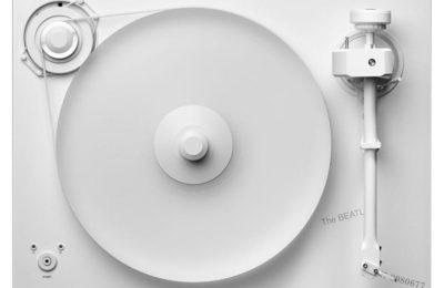 Pro-Ject juhlistaa Beatlesin valkoisen albumin 50-vuotispäiviä valkoisella soittimella