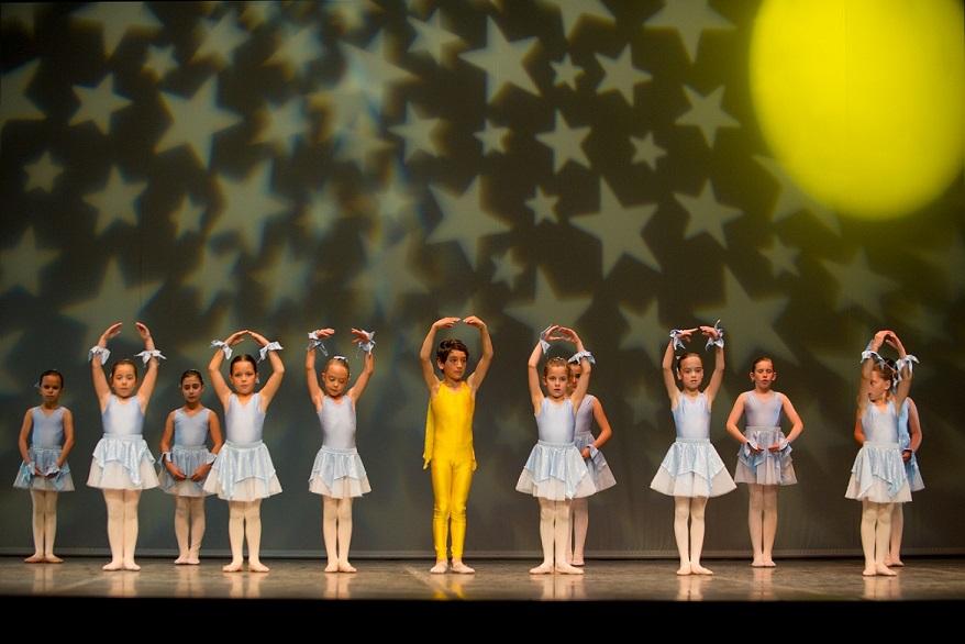 Fotografías escuela de danza y baile clásico línea y movimiento