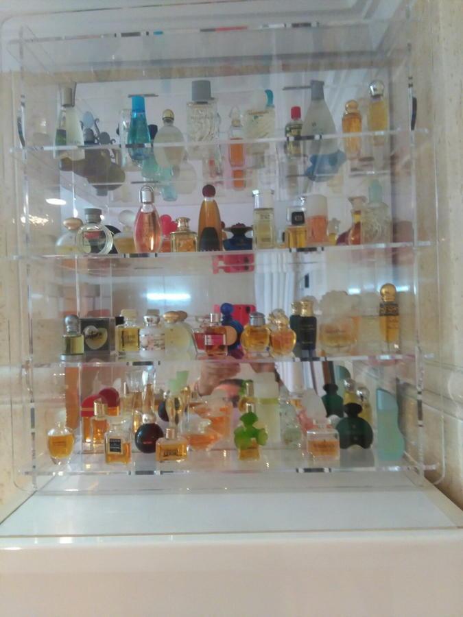 Expositor de metacrilato para perfumes