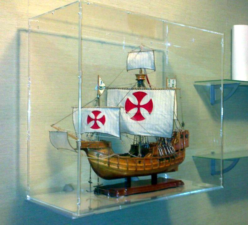 Urna - Expositor de metacrilato para barcos