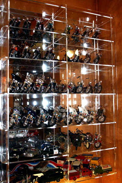 Vitrinas y expositores de metacrilato para motos a escala