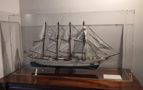 Expositor - Vitrina de metacrilato para barcos