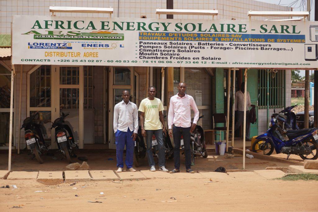 La devanture d'Africa Energy Solaire, l'entreprise de Marcellin et André