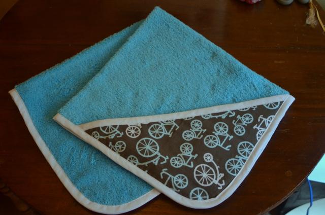 Básicos de bebé: toalla con capucha
