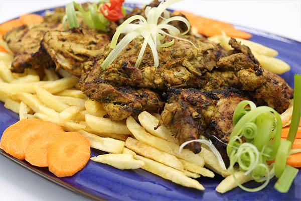 دجاج مشوي مع صلصة اللبن بالشبت