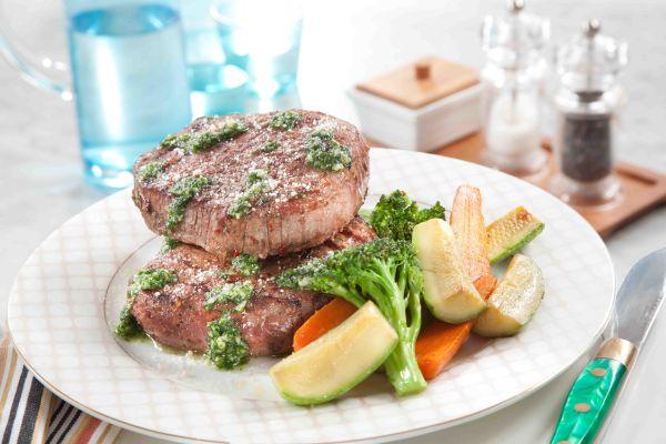 ستيك اللحم بصلصة الريحان