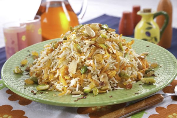 أرز بالجزر والمكسرات