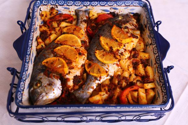 سمك بالصلصة والبطاطس