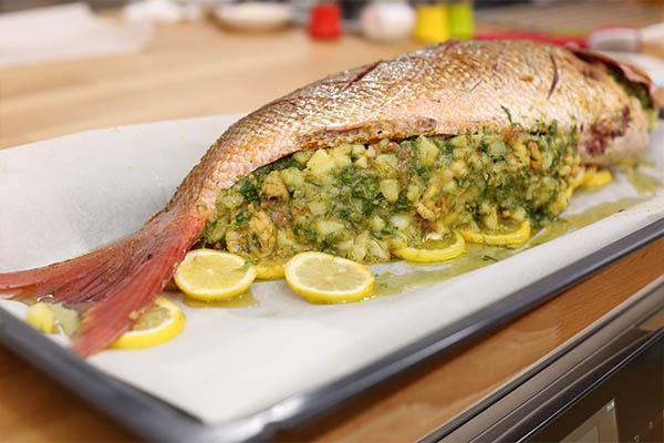 سمكة محشية بالروبيان والبطاطس
