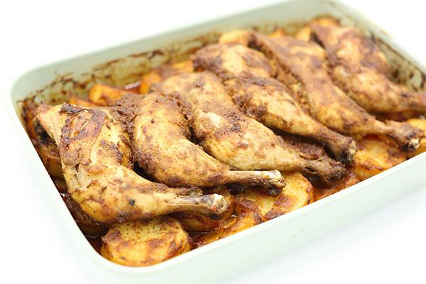 صينية افخاذ الدجاج بالبطاطس