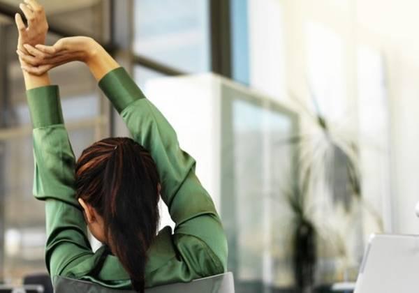 3 طرق لتجديد النشاط في العمل -1