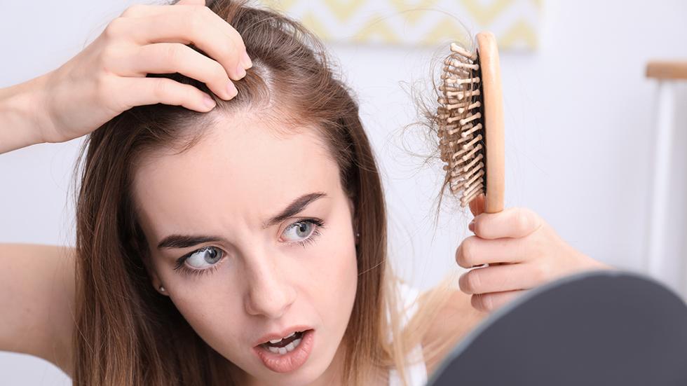 نصائح لتنقية فروة الرأس من الشوائب لمنع تساقط الشعر - المشاهدات : 2.27K