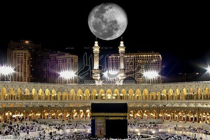 تعامد القمر اليوم بمحاذاة الكعبة المشرفة - المشاهدات : 787