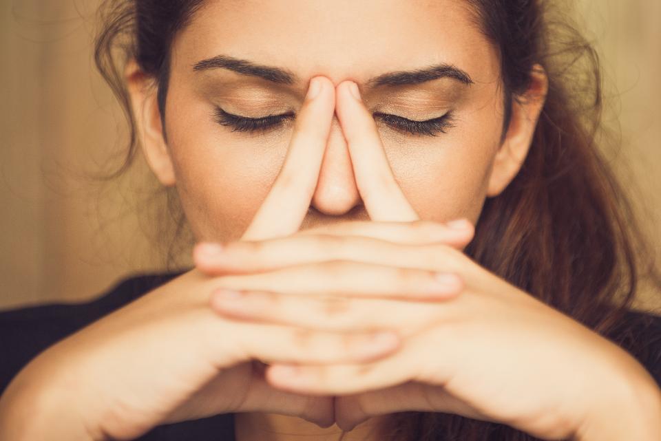 تجنب لمس هذه المناطق فى وجهك لأنها منافذ لدخول الكورونا إلى جسمك - المشاهدات : 1.86K
