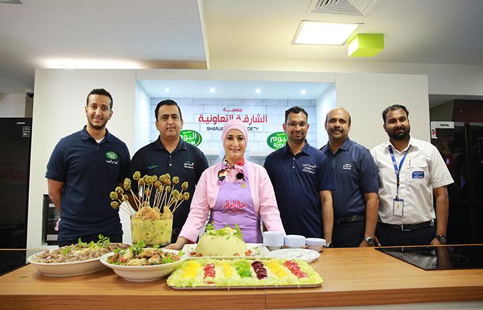 """الشيف منال العالم تقدم عروض طهي فى """"جمعية الشارقة التعاونية""""  - المشاهدات : 426"""