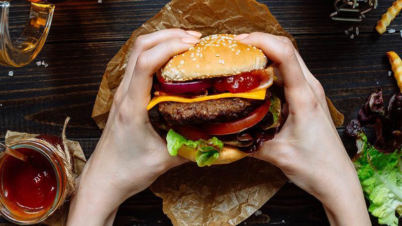 حيل لتناول الوجبات السريعة من دون زيادة الوزن! - المشاهدات : 859