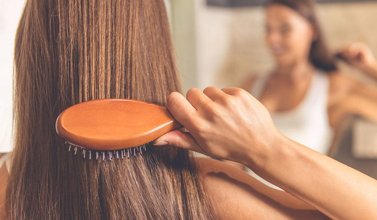 تعلمى الطريقة الصحيحة لتسريح الشعر لمنع تساقطه والحفاظ على قوته ! - المشاهدات : 2.64K