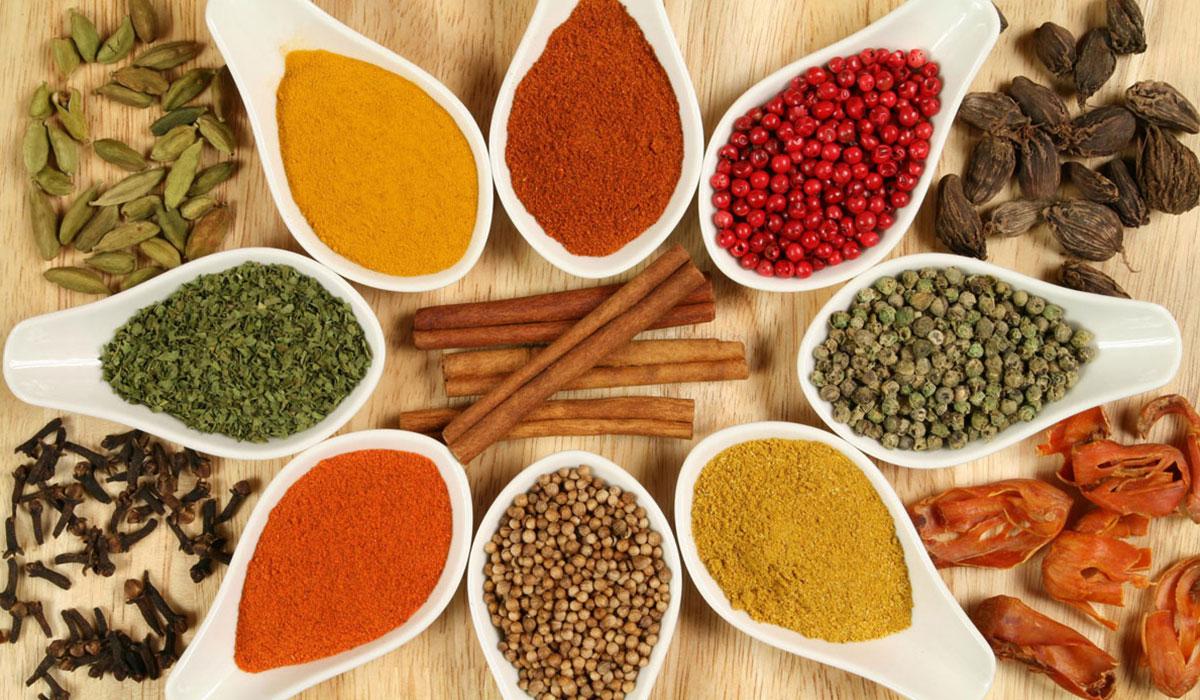 اعشاب وتوابل يمكن اضافتها لمأكولاتك لزيادة حرق الدهون