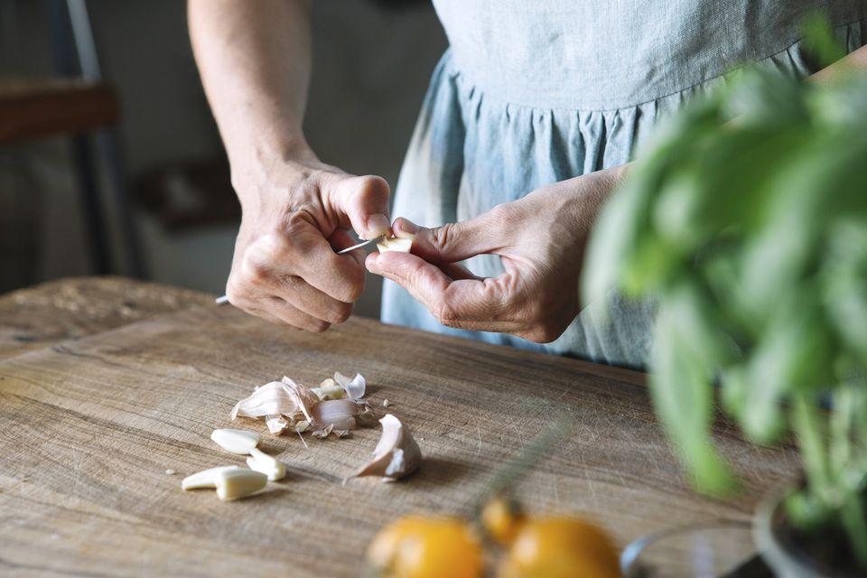 طريقتين سحريتين للتخلص من رائحة الأطعمة من اليدين بسهولة - المشاهدات : 2.02K
