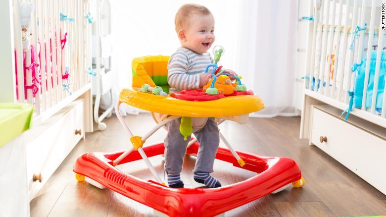 هل مشاية الأطفال مفيدة أم مضرة ؟  - المشاهدات : 2.11K