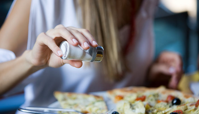 3 أعراض تدل على زيادة الأملاح في الجسم وأنك بحاجة لخفض كمية الملح في طعامك  - المشاهدات : 6.51K
