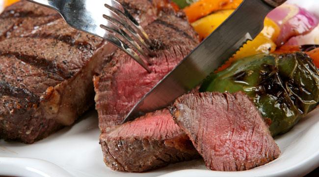إذا كنت مصابا بهذه الأمراض.. ابتعد تماما عن تناول اللحوم الحمراء