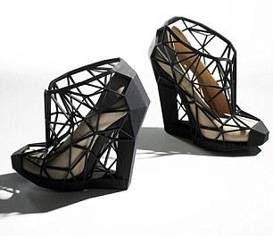 تعرف على شخصيتك من اختيارك لحذائك