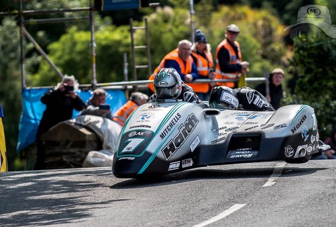 Birchall brothers continue to dominate in the sidecars - Manx Radio